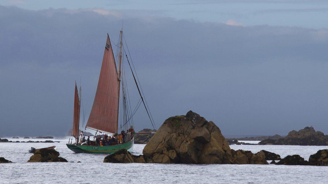 #12 Hervé Lefort – Bloqué dans les rochers, syncope à bord et une bôme en moins 😜